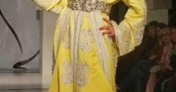 ... robe de mariage jaune canari brodée et perlée.  Pinterest  Mariage