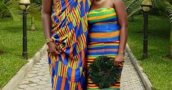 tenues traditionnelles akan port es par de jeunes mari s au ghana en afrique de l 39 ouest robes. Black Bedroom Furniture Sets. Home Design Ideas