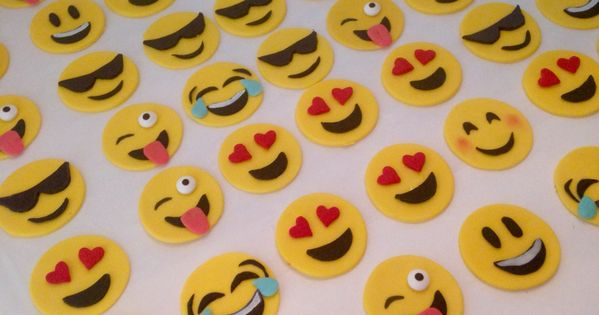 Smiley Emoji cupcake toppers #happy-face #fondant cup ...