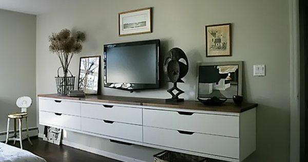 salon tv au mur et meuble suspendu deco pinterest cran de t l vision mezzanine et. Black Bedroom Furniture Sets. Home Design Ideas