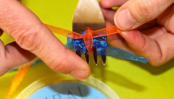 Making a bow using a fork (and 25 Other DIY Ideas How