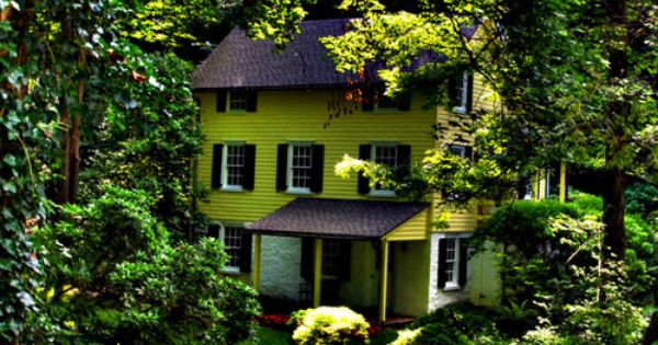 Hidden Forest House, Burlington, Vermont photo via marty
