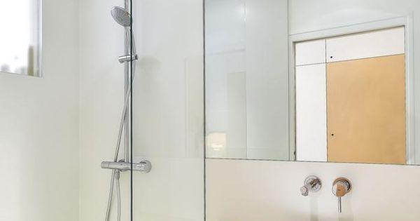 Salle de bain scandinave petit vier rond sur un comptoir for Peinturer un comptoir de salle de bain