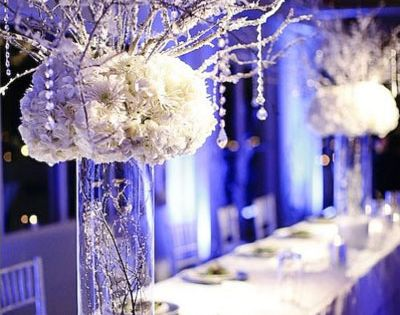 Centerpieces ... Snow-covered branches, a snow-filled vase, and snow-white flowers perfectly reflect