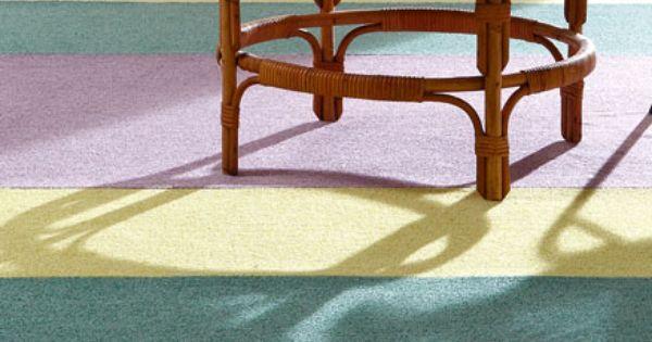 Werken met meerdere kleuren kan een verrassend resultaat geven zoals bij deze woonkamer tapijt - Een rechthoekige woonkamer geven ...