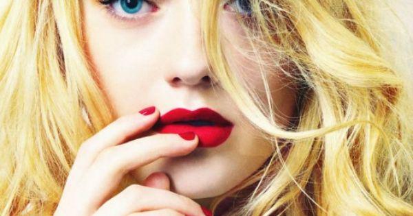 Abanico de Dakota en una revista de moda adolescente