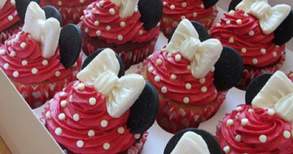 Minnie mouse cup cakes.