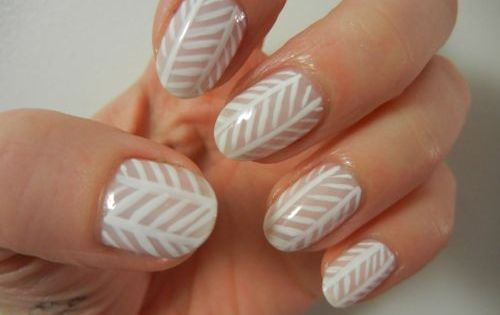 herringbone nail design