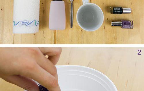 Tazze marmorizzate fai da te usando solo lo smalto per le unghie?