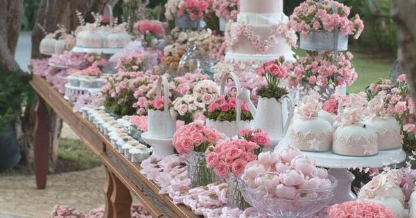 Wedding Trends 2015 | Al Fresco | Garden party wedding dessert table