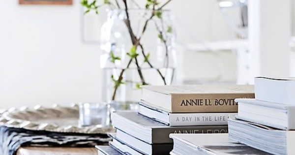 Who Says Vignettes Have To Be Complicated Or Expensive This Coffee Table Uses A Range Of Books