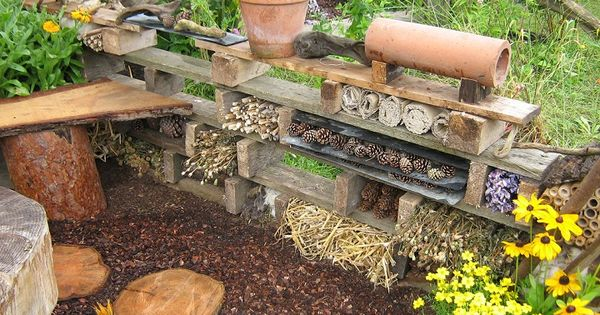 insect hotel h tel insectes jardinage potager oiseaux pinterest jardins nature et. Black Bedroom Furniture Sets. Home Design Ideas