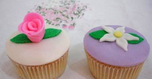 Nigella, Vanilla cupcakes and Fondant flower cupcakes on Pinterest