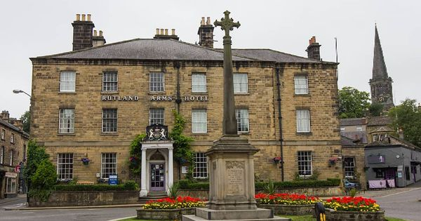 The Rutland Arms Hotel In Bakewell On A Rainy Morning A Well Known Sight And Viewpoint That S Been Photographed Many Times I Rutland Bakewell Better Weather