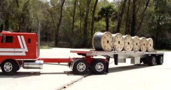 tamiya globeliner peterbilt 352 hauling a wire coil load