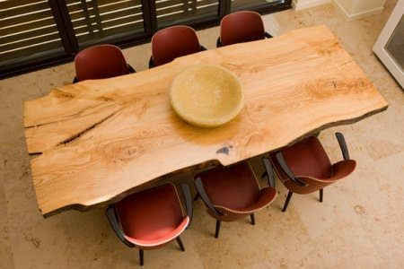 Le Bois Brute On L Aime A Table The Blog Deco Table Bois Brut Table Bois Massif Table Salle A Manger