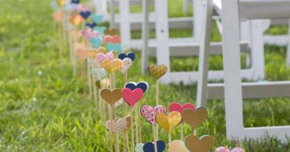 heart wedding aisle decor. This so freaking cute. Perfect for some one