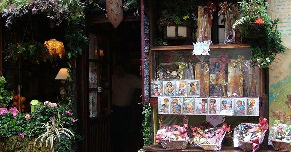 Le poulbot a restaurant in montmartre paris named after for Comedores almacenes paris