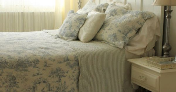 Aiken house gardens blue toile bedding in a shabby chic for Toile shabby chic
