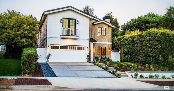 Brentwood Modern Farmhouse Boswell Construction Home Builders Encino Ca House Paint Exterior Modern Farmhouse Exterior Dream House Exterior