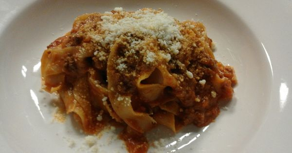 Stasera Pappardelle alla Bolognese! | I nostri piatti | Pinterest