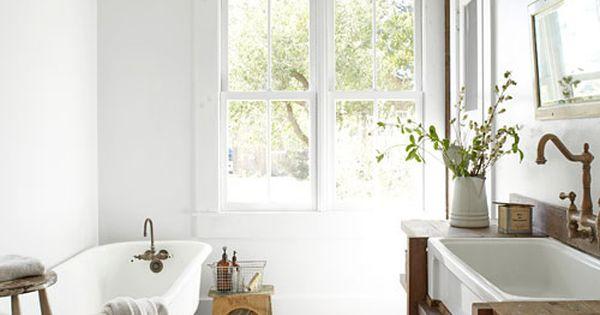 distressed wood + clean white bathroom