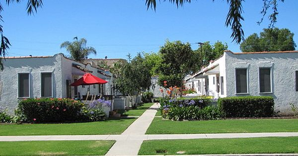 Typical Middle Class Garden Bungalow Apartments In Los Angeles Ca Mediterranean Style Homes Spanish Bungalow Bungalow Craftsman