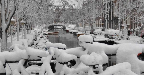 leafde pictures: Snowy Amsterdam - I took a break from shopkeeping and