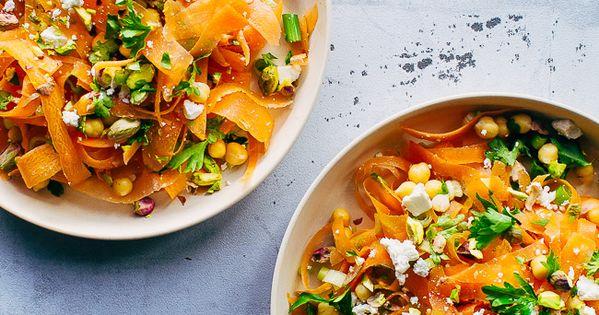 Marrokansk gulerodssalat med kikærter, pistacienødder og krydret dressing   Opskrift   Salater ...