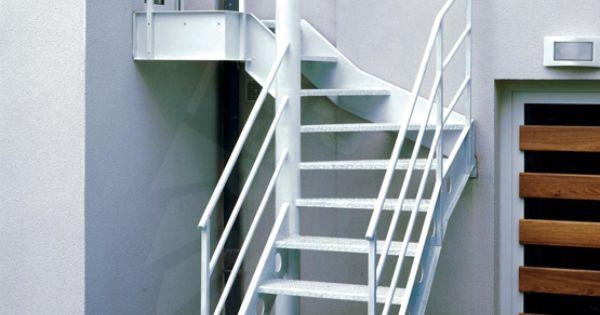Escalier ext rieur 1 4 tournant au look industriel for Decoration escalier exterieur