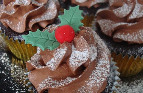 Scrummy xmas cupcakes as your wedding cakes from one of our preferred