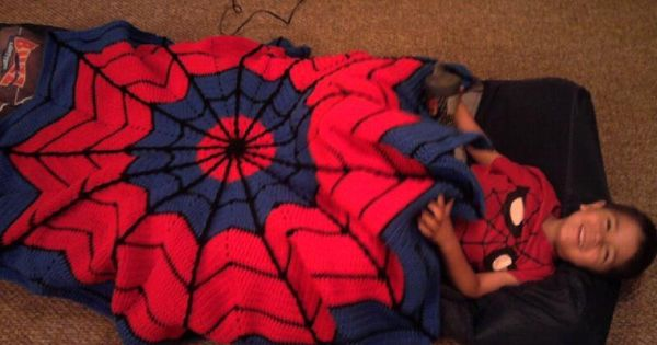 crochet spiderman afghan, awesome!!!