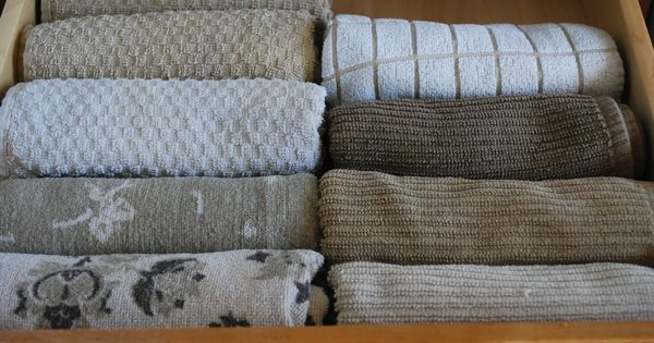 The Best Way to Store Kitchen Towels....I had a professional organizer teach
