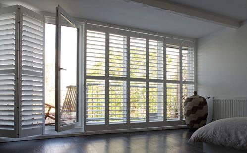 volet int rieur persienne inspirations deco pinterest. Black Bedroom Furniture Sets. Home Design Ideas