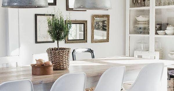 Comedor con espejos y vitrina design pinterest - Comedor con vitrina ...