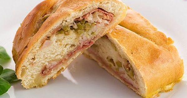 Pan Relleno Con Pollo Y Aceitunas Food Empanadas Sandwiches