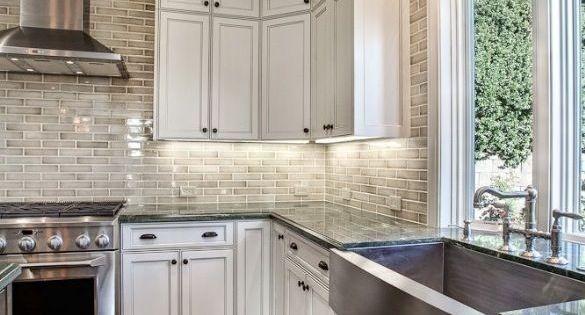 Love the back splash! Kitchen. Kitchen ideas. Home. Home ideas. Window in