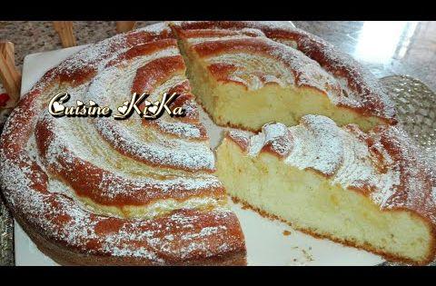 الكيكة الحلزونية بكريم باتسيير خفة و مذاق مميز Youtube Food Breakfast Bread