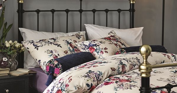 Inject A Gorgeously Floral Bedding Set To Your Edwardian