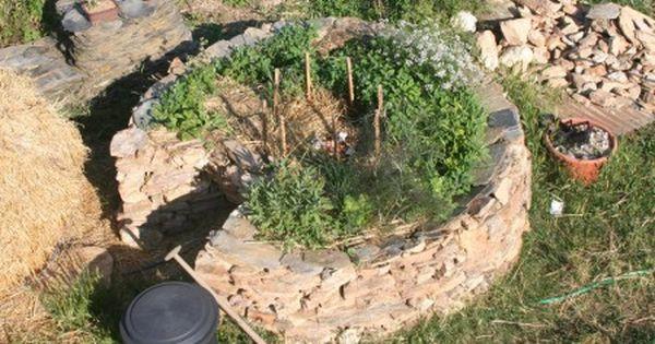 Un jardin en trou de serrure un compost est r alis au for Au petit jardin proven