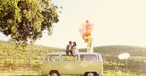 Wedding Wednesday: Engagement Photo Shoot Ideas