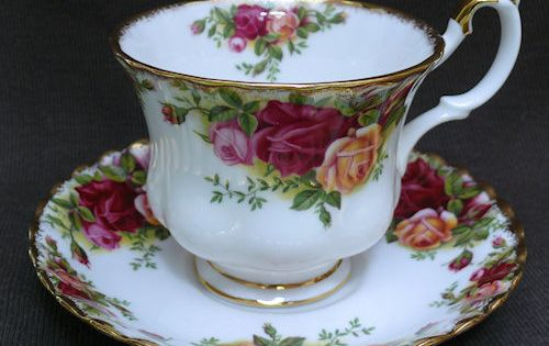 tasse en porcelaine anglaise royal albert tea time pinterest royal albert tasse et anglais. Black Bedroom Furniture Sets. Home Design Ideas