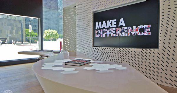 great looking lobby using digitalsignage httpcasestudiesplanarcomvertical marketscorporategensler 2 doohdas digital signage pinterest the