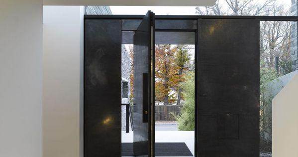 Interiors bold black steel pivot door lovely - Benjamin cano arquitecto ...