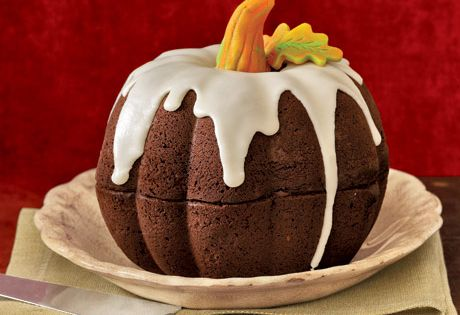 A pumpkin cake from two bunt cakes. A brilliant idea!