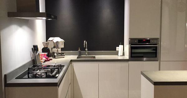 Zwart wit grijze keuken portugese tegels en houten vloer uitbouw keuken pinterest - Keuken rustieke grijze ...