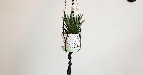 Tutoriel diy fabriquer un pot de fleur suspendre en macram via macram pots - Suspension pot de fleur macrame ...