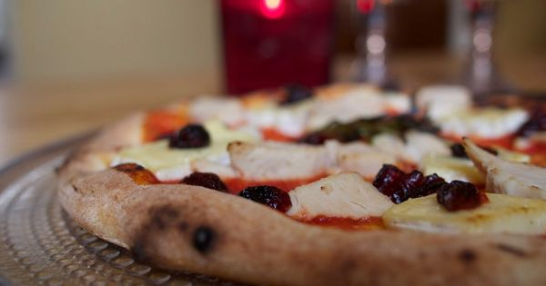 Turkey, Brie & Cranberry Pizza | Cooking with Uuni | Pinterest | Brie ...