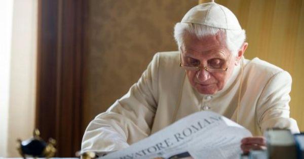 MIÉRT VÁLTOTTÁK LE OLY GYORSAN XVI. BENEDEK PÁPÁT?