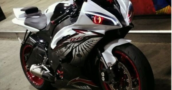 Our customer's install pictures of Yamaha YZF R6 headlight 2008-2014